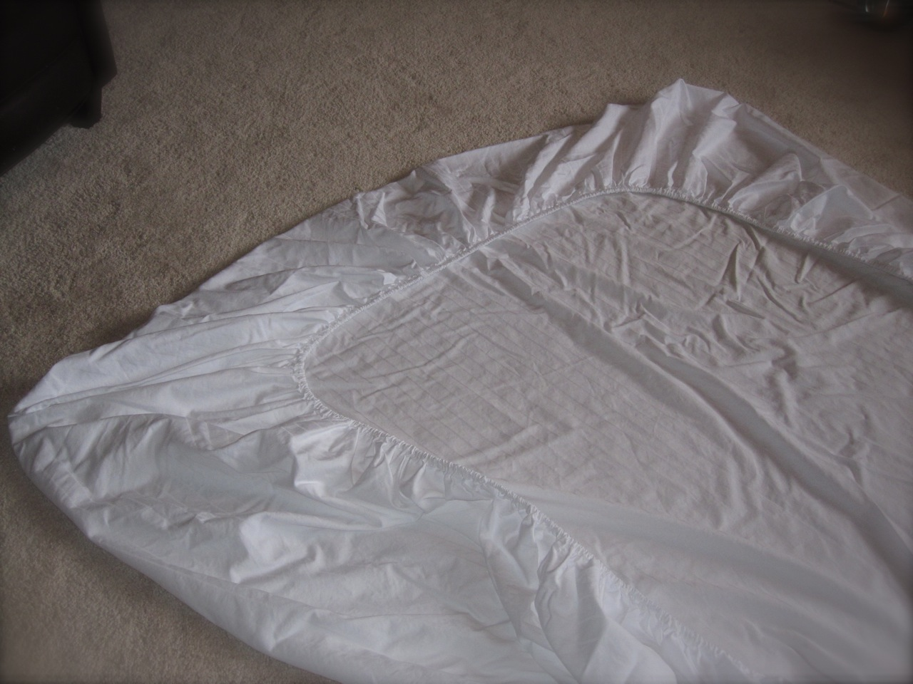 How to fold fitted sheets - Ask Anna