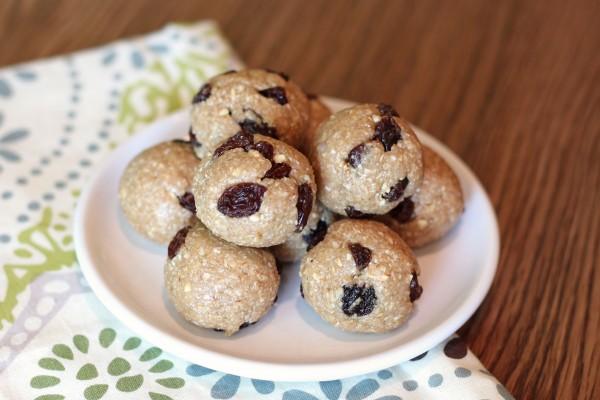 Oatmeal raisin cookie dough bites