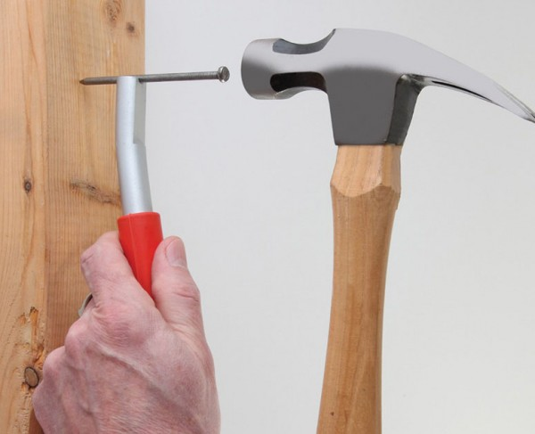 Magnetized nail setter, a great gift idea for the DIY husband