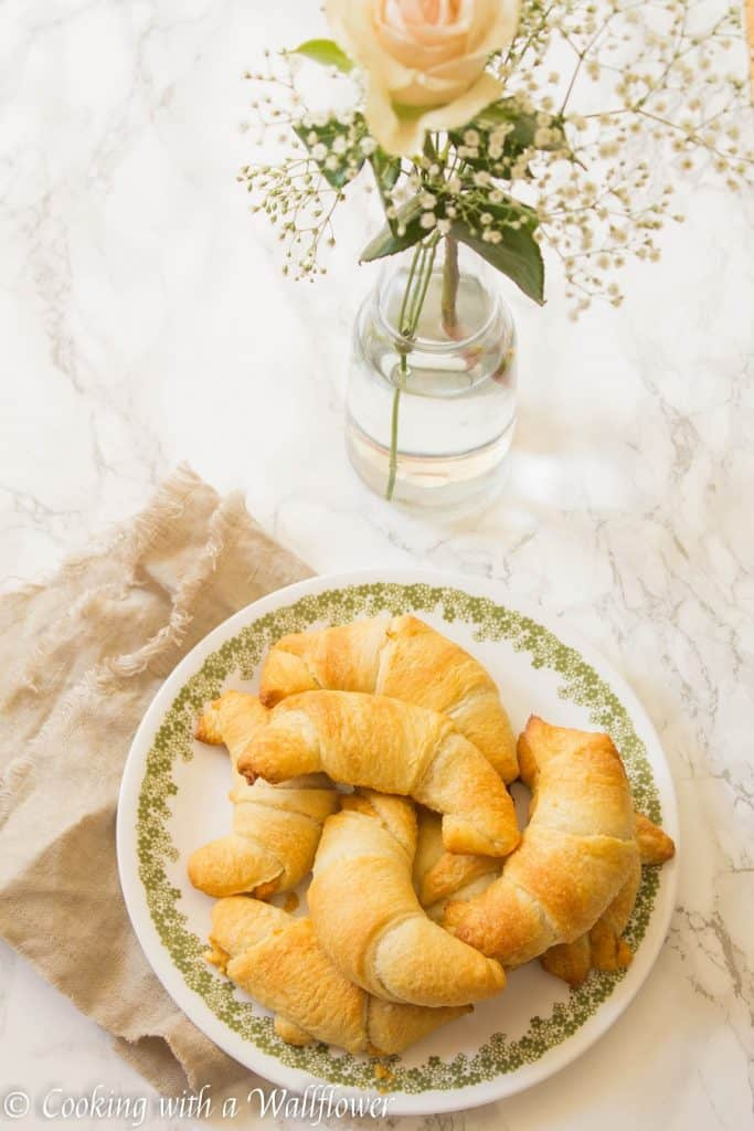 Maple pumpkin cream cheese stuffed crescent rolls, the perfect snack for Fall | Cooking with a Wallflower