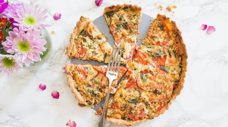 A delicious tart filled with fresh tomato, basil, and mozzarella cheese, this summer caprese tart is easy to put together and perfect for the summer | Cooking with a Wallflower