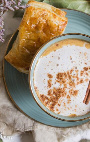 Perfect for Fall, this Dirty Pumpkin Chai Latte is swirled with pumpkin puree, pumpkin spice, old fashioned oats, and strong brewed coffee. | Ask Anna